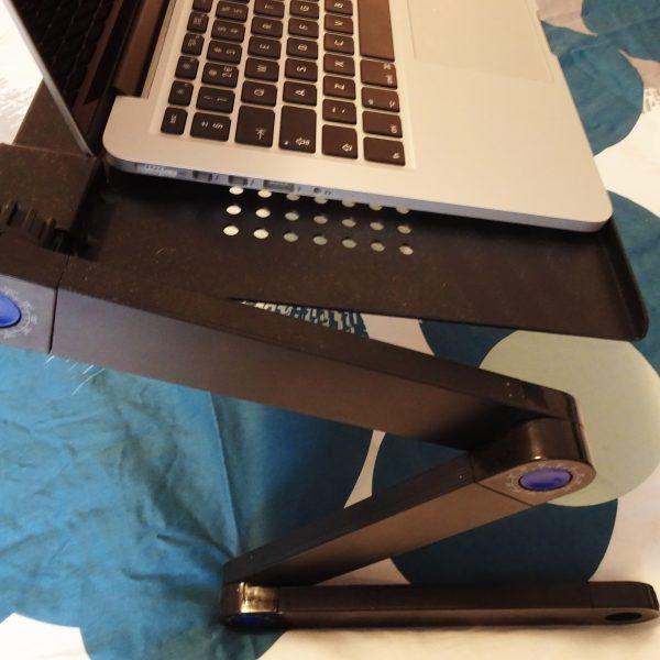 liggend werken laptop